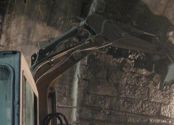 frejus_demolizione_galleria_taglio_cemento_pietra