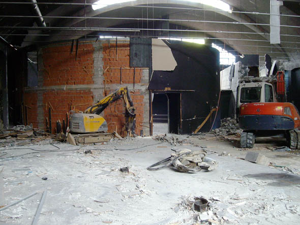 Demolizione al Q-Club di Milano